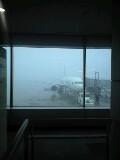 霧の広島空港